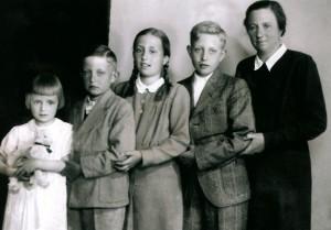 Izabela so svojimi detmi